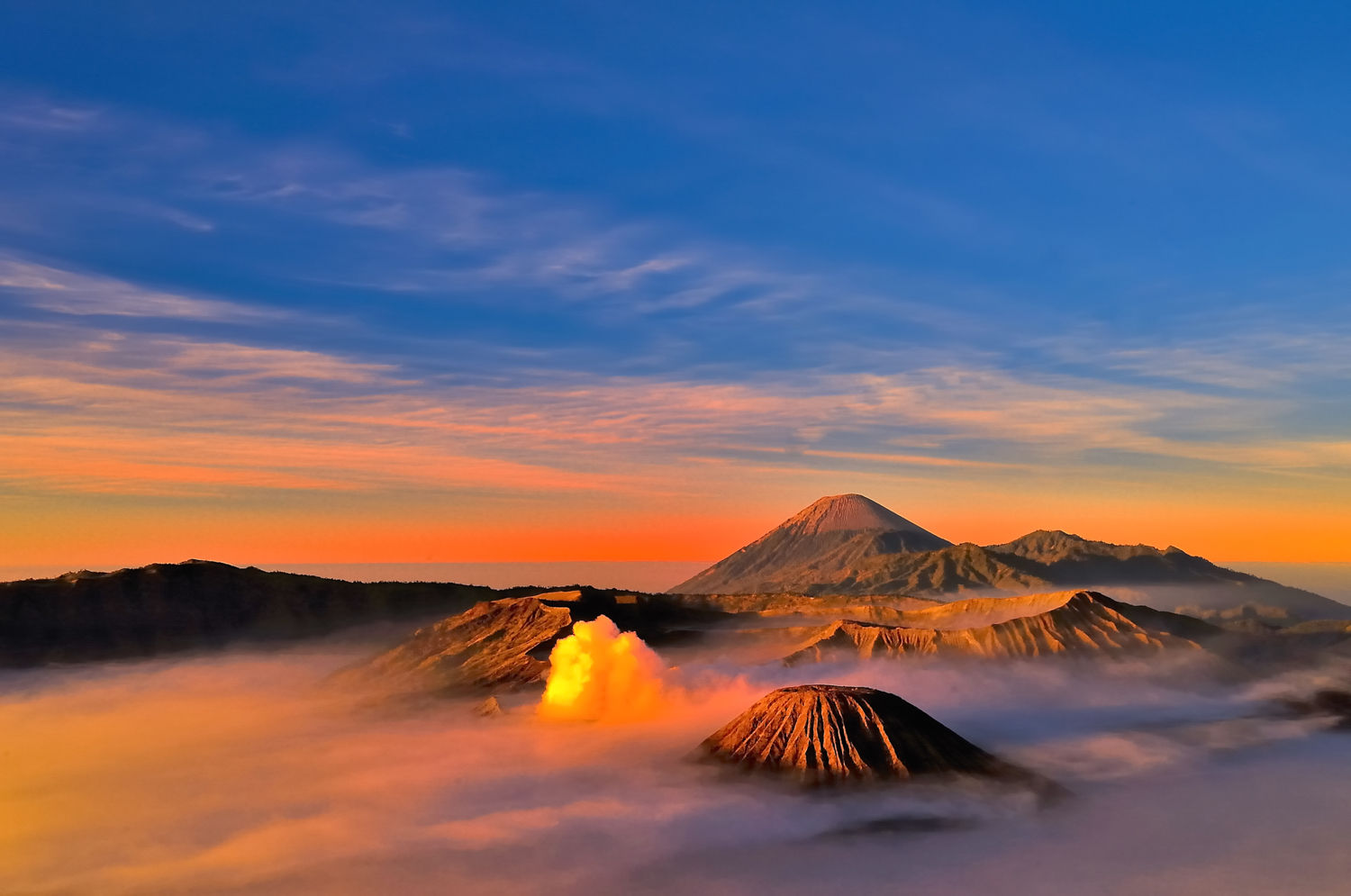Bromo-Montain-Sunrise-Awesome